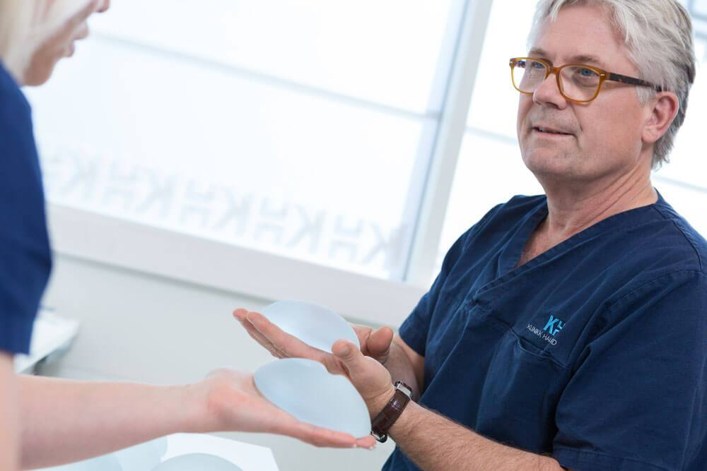 Bilde fra gratis konsultasjon om brystforstørrelse hos Klinikk Haukeland av Lars Haukeland i Drammen